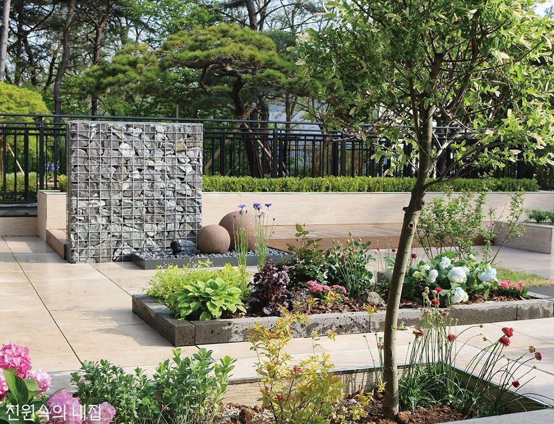 Bordure Jardin En Pierre Avantages Types Et Mise En Place En 2020 Bordure De Jardin En Pierre Bordure Jardin Jardins