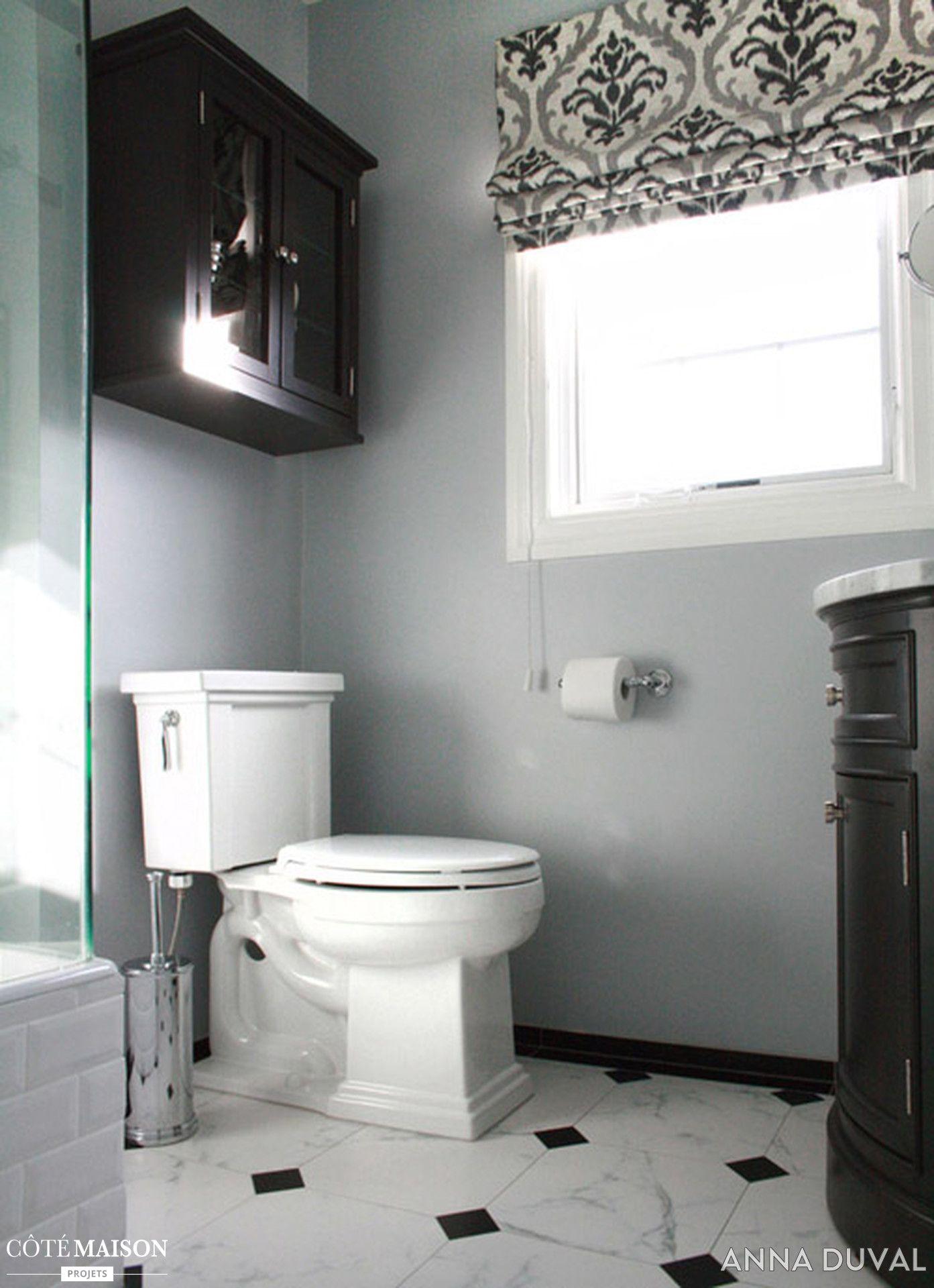 Toilettes blanches aux murs gris. Sol noir et blanc. | Toilette & WC ...