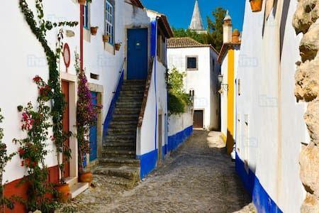 Veja este anúncio incrível na Airbnb: Holidays Castelo Óbidos -Casa Maria…