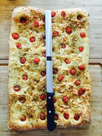 Focaccia mit Sherry Tomaten und Käse