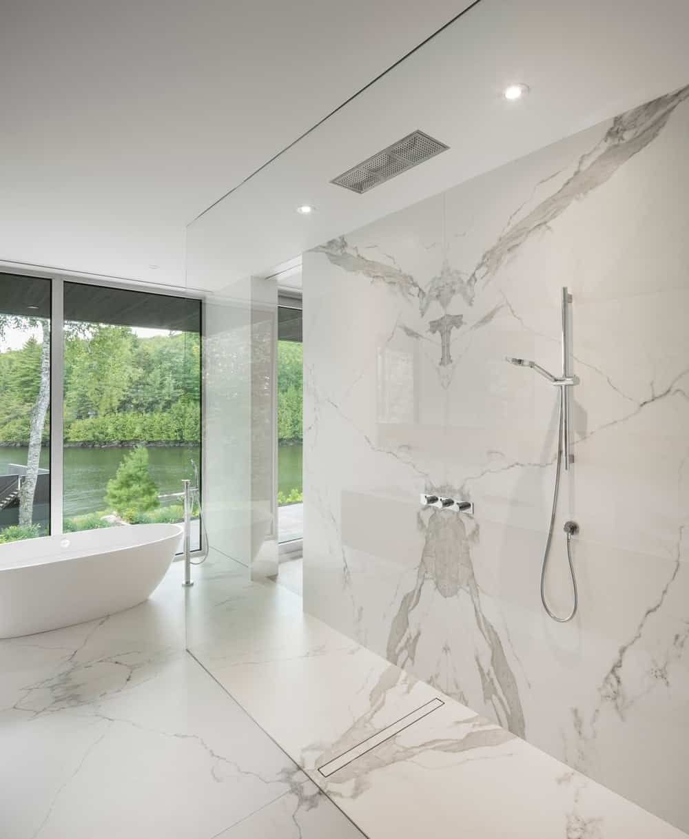 33 Elegant White Primary Bathroom Ideas 2021 Photos Modern Master Bathroom Modern Bathroom Design Bathroom Tile Designs