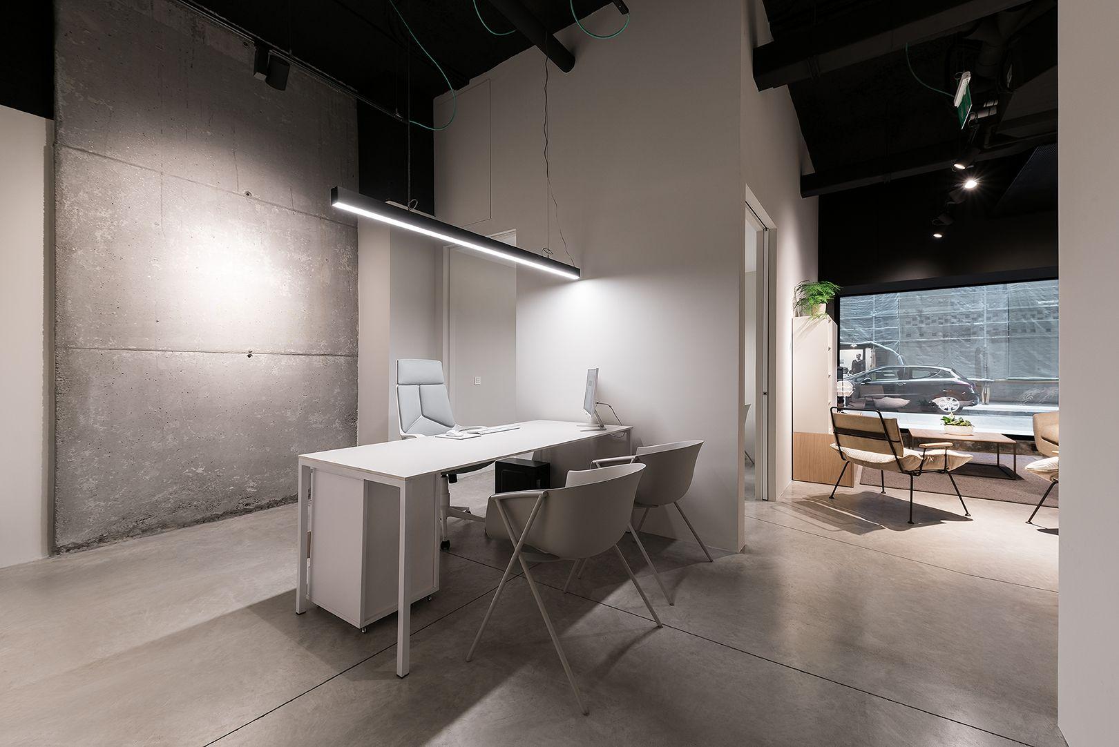 Interius. Nueva tienda en Pontevedra. Hormigón, madera ...