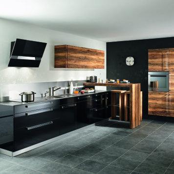 vonbank : küche + wohnen Nüziders | Dunkle küchen, Küchen design ...