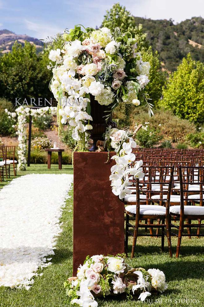 Want A Spectacular Wedding Ceremony Entrance Use Tall Centerpieces On Sturdy Pillars To Line The