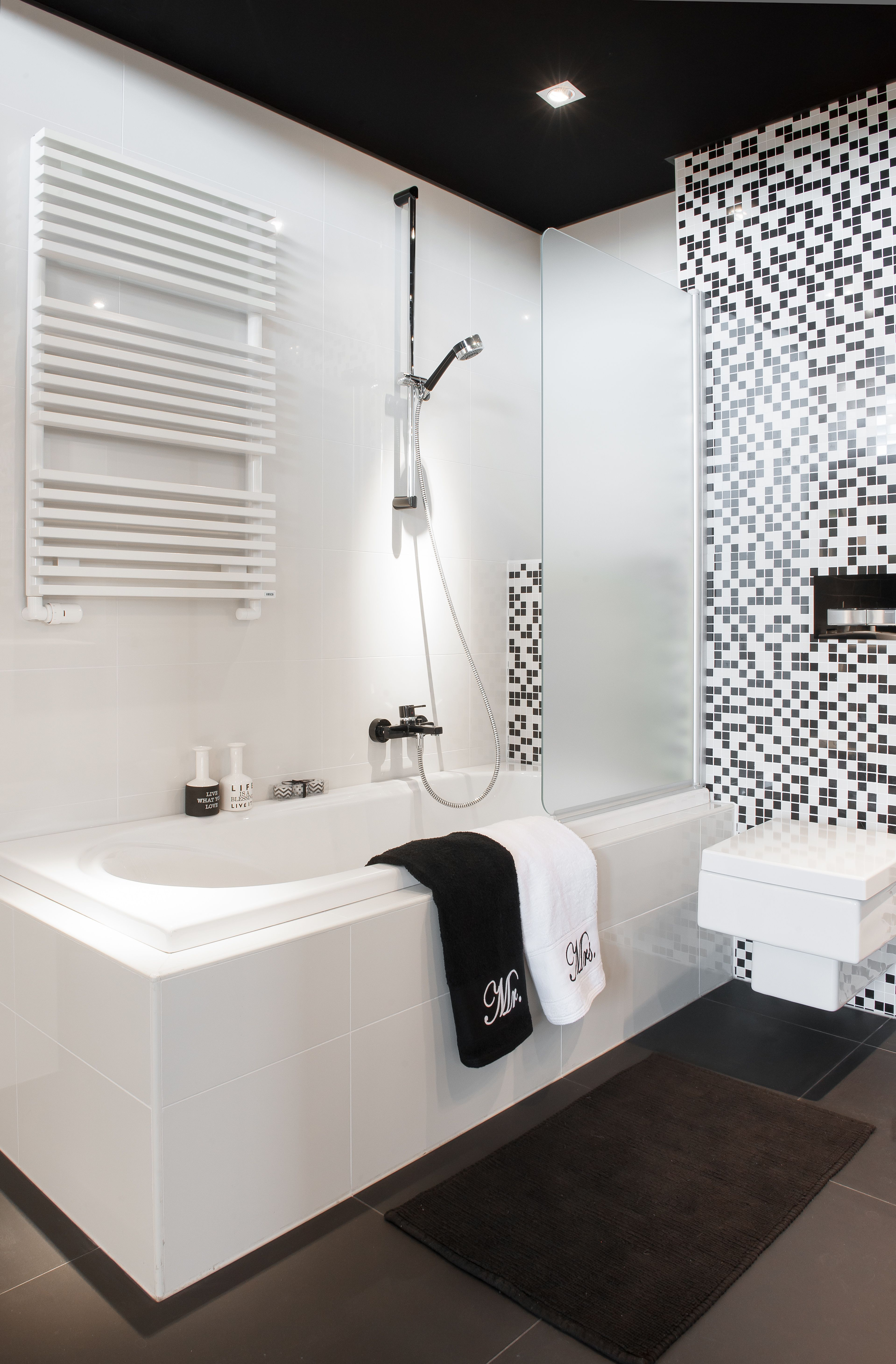 Zwart Wit Showroom Badkamers | Showroom Middag Leerdam | Pinterest ...