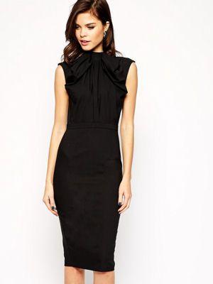 La Petite Robe Noire S Impose Comme Le Classique De Notre Dressing Robe Noire Working Girl Robe Noire Robe Noire Classique Robe