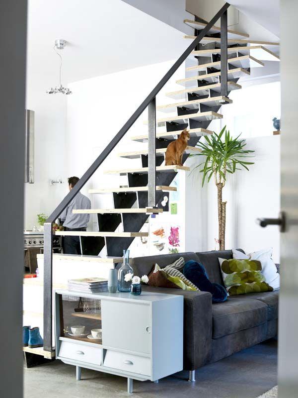 KARWEI | De trap vormt een handige afscheiding tussen de keuken en ...