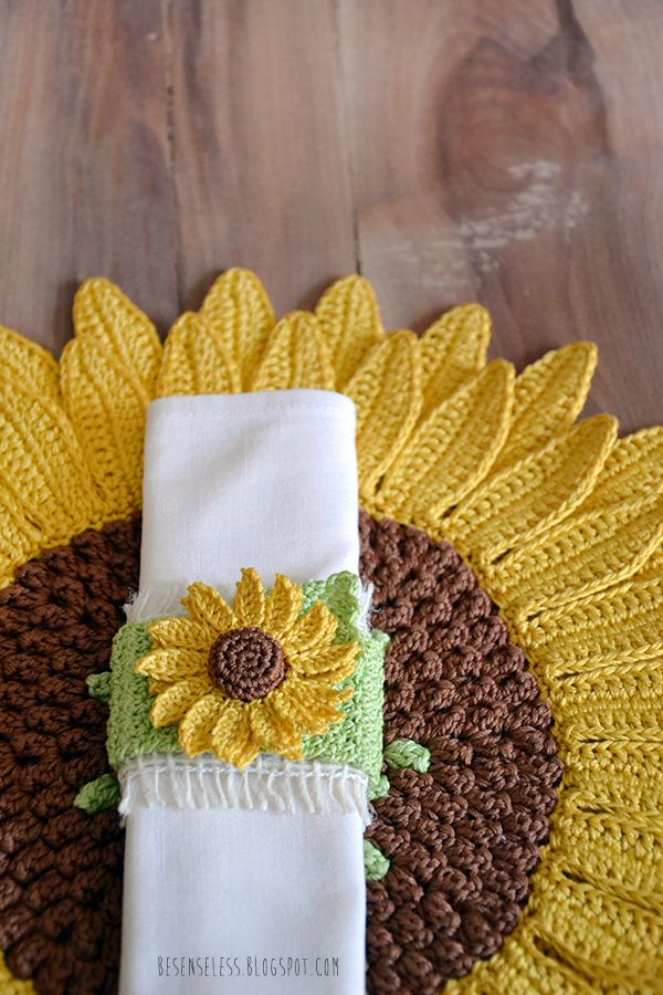Sunflowers. Crochet tablemat and napkin ring - Girasoli. Set a ...
