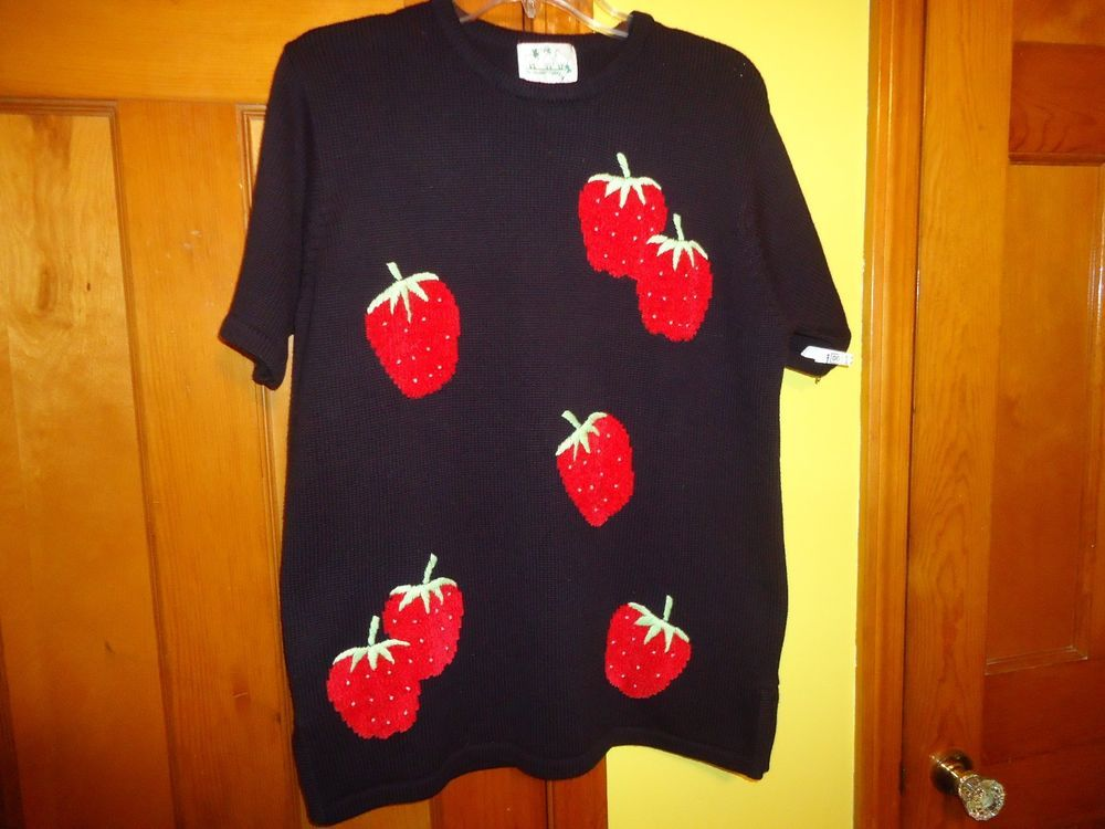 Quacker Factory Cotton Blend Ladies Sh. Sleeve Sweater. Strawberry Motif. Medium #QuackerFactory #PullOver