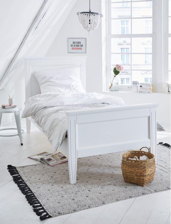 Schön gerades Landhausbett aus weiß lackierter Erle. Große Auswahl ...
