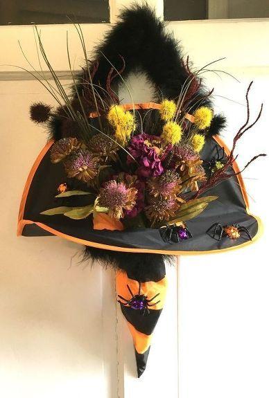 She sticks a bunch of flowers in a witch hat. When neighbors knock on her door? This Halloween idea is hilarious! Ha! This is the fun new wreath twist your front door needs! #DIY #halloween #diyhalloweendecor