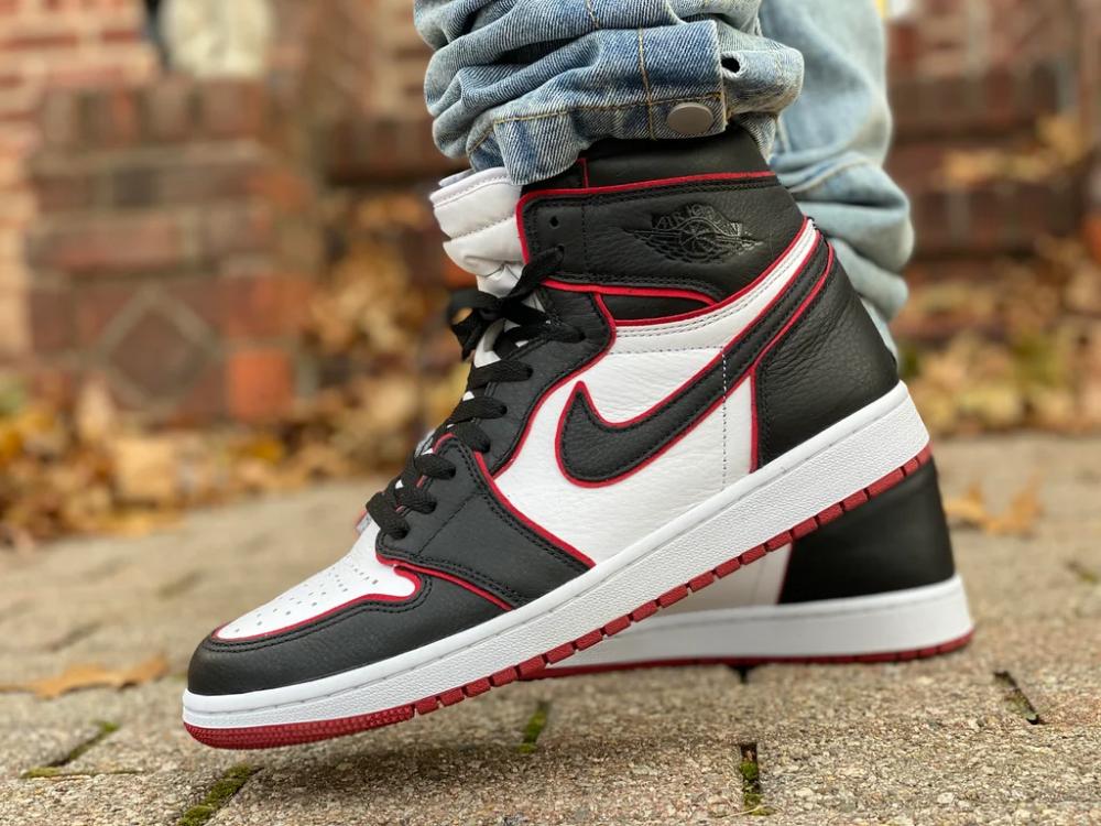 Jordan 1 Bloodlines with black lace swap : Sneakers | Sneakers ...