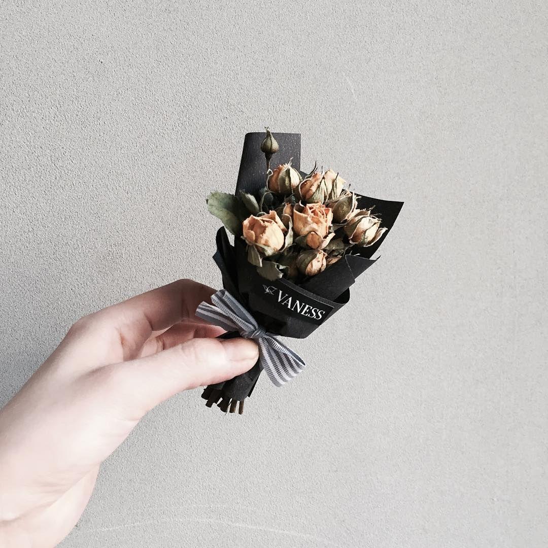 """플로리스트 이주연 florist Lee Ju Yeon on Instagram: """". Lesson Order Katalk ID vaness52 E-mail vanessflower@naver.com . #vanessflower #vaness #flower #florist #flowershop #handtied #flowergram…"""""""