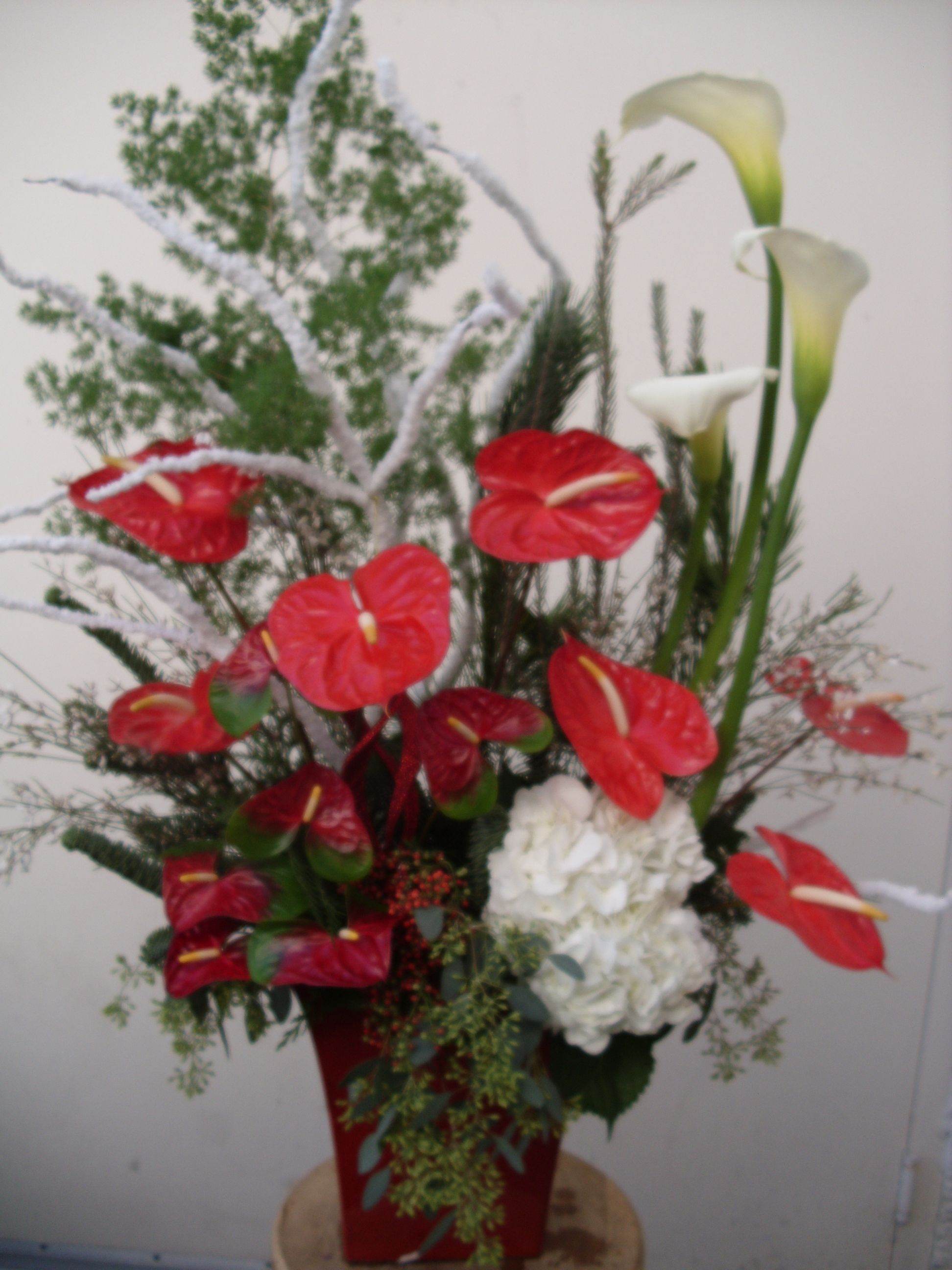 Christmas arrangement flower arrangement red and white