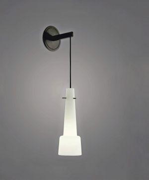"""""""Keule"""" von 1950 für Kalmar Leuchten. Es gibt ihn als Wand- oder Deckenleuchte, einzeln, im Duo oder zu fünft, in Klarglas oder Satin Opal."""
