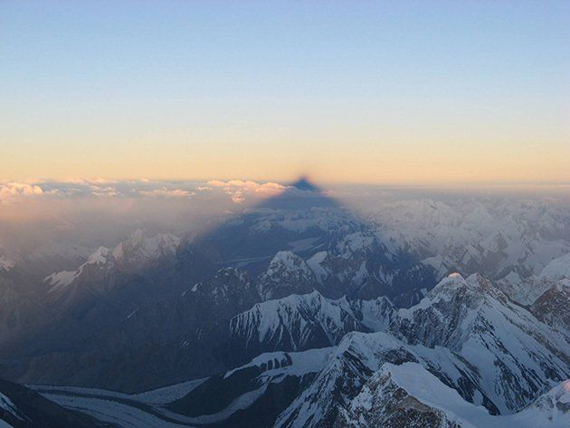 """Life on Earth on Twitter: """"The Shadow of K2, projected into China across hundreds of miles. (Chris B. Warner) https://t.co/fShLW2ubfw"""""""