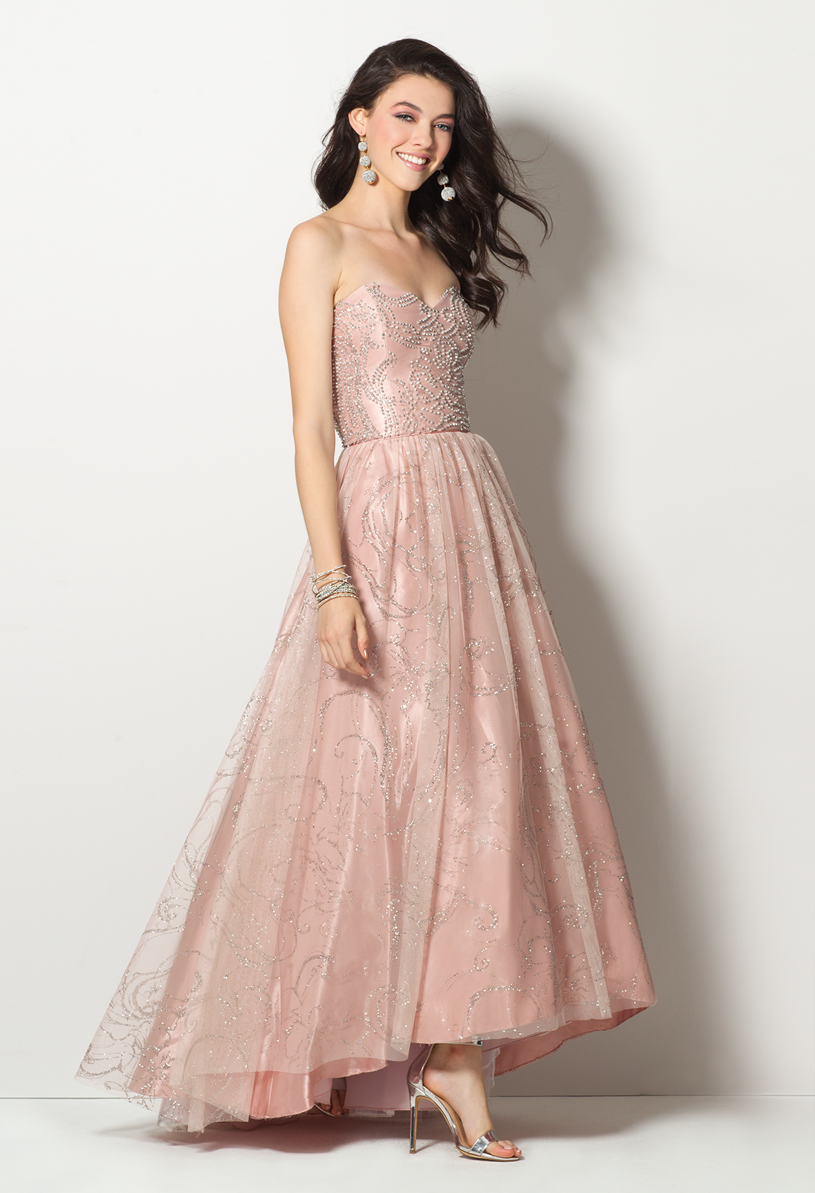 Put Your Most Gorgeous Self Forward With This Stunning Prom Dress With Its Sweetheart Neckline Fitted Beaded Bodice With Ruching Glit Elbise Elbise Modelleri [ 1732 x 1184 Pixel ]
