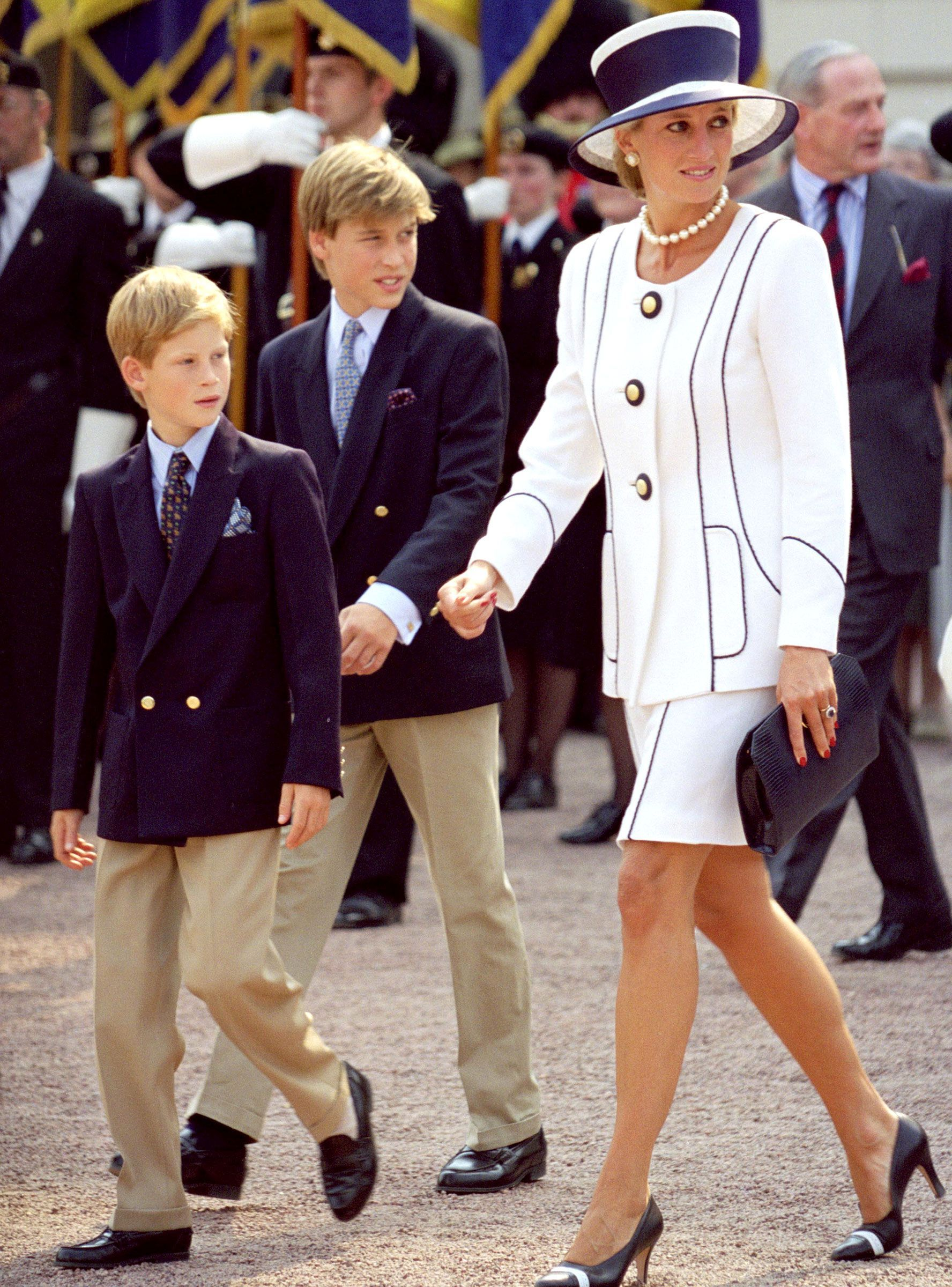 Princess Diana's Sons Recall The Last Time They Spoke To Her | Princess  diana family, Princess diana, Diana son