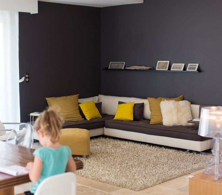 love the black and yellow theme in m lanie 39 s living room at home in france follow m lanie at. Black Bedroom Furniture Sets. Home Design Ideas