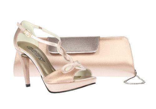 5709506db Zapato en rosa palo con detalles dorados con cartera de mano a juego para  looks de