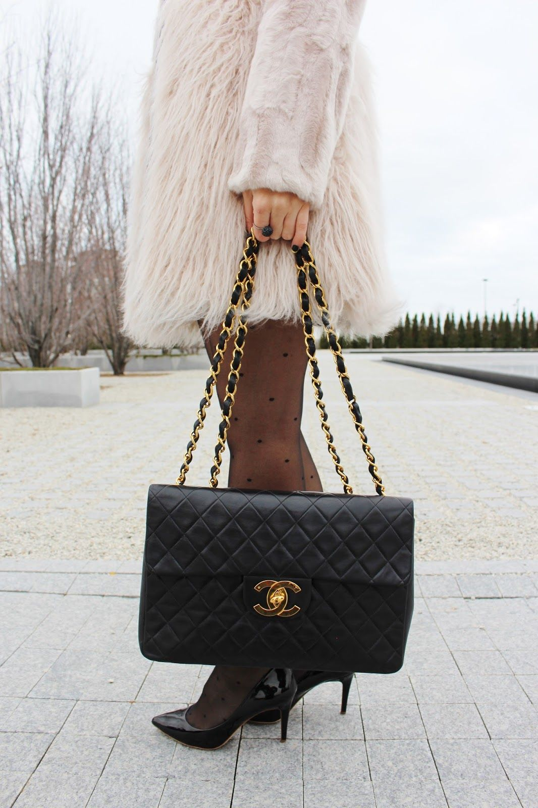 cbee43a936bd What To Wear To a Fancy Dinner Date | S T Y L E | Vintage chanel bag ...