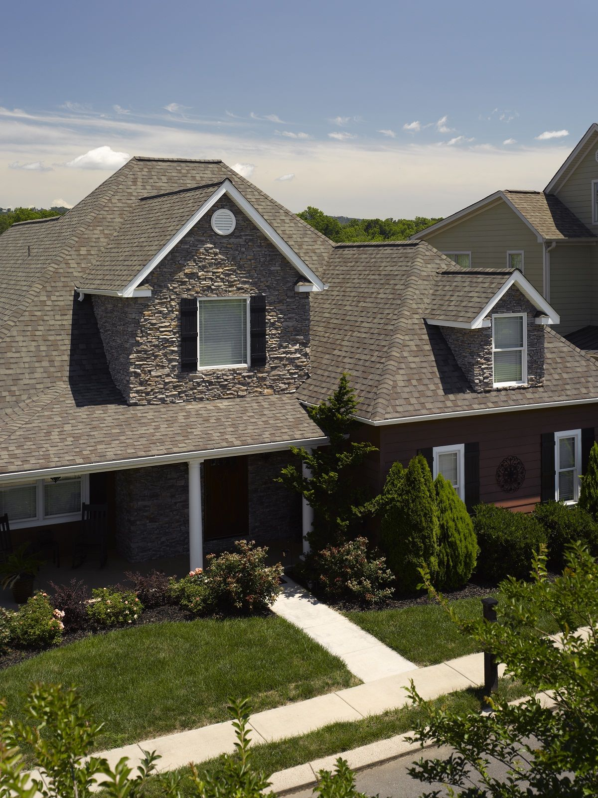 Best Certainteed Landmark Shingle Shown In Weathered Wood 640 x 480