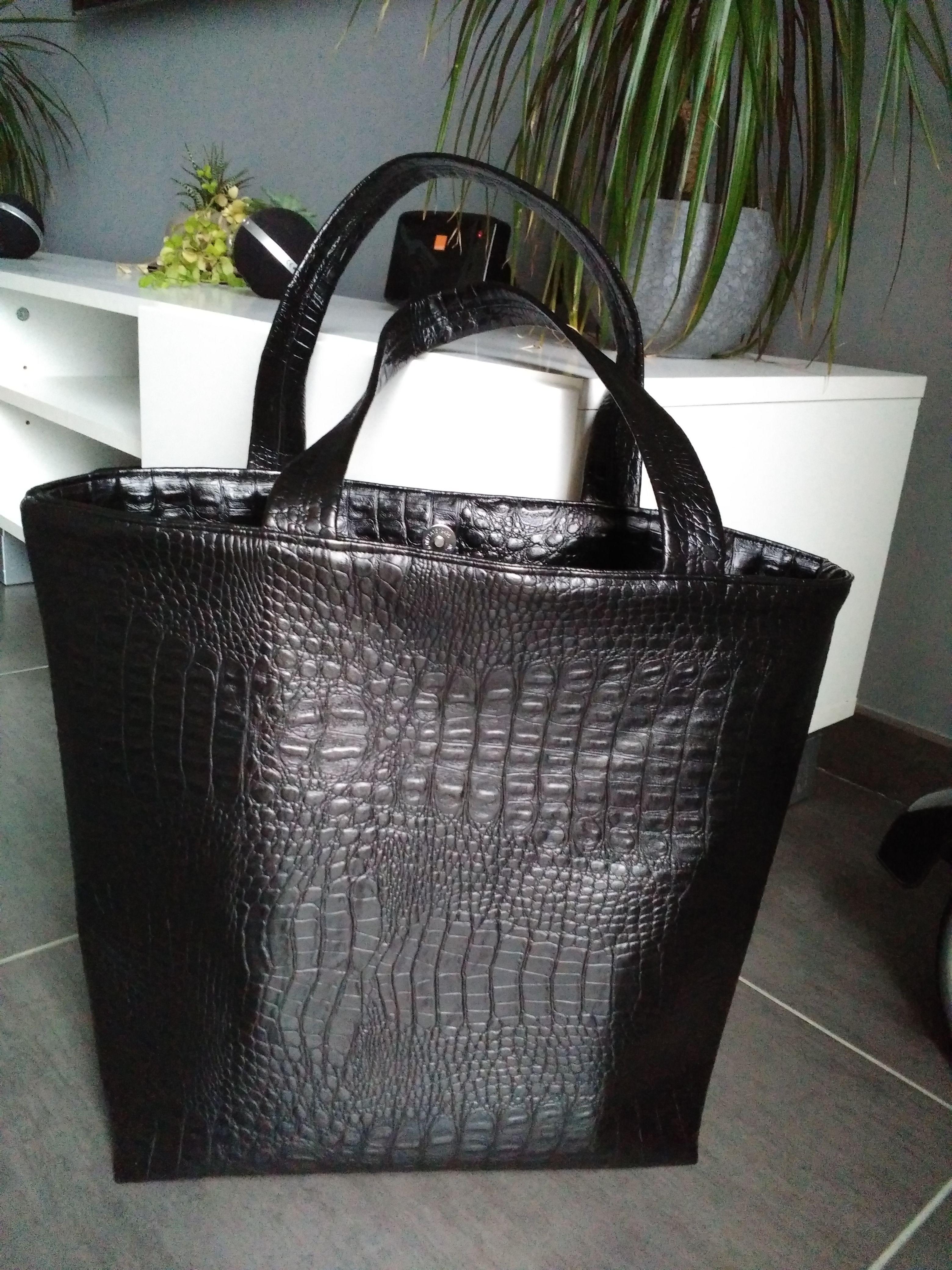 1b758df9d1 Suite à certaines demandes, voici le tuto du sac cabas avec rabat en simili  cuir