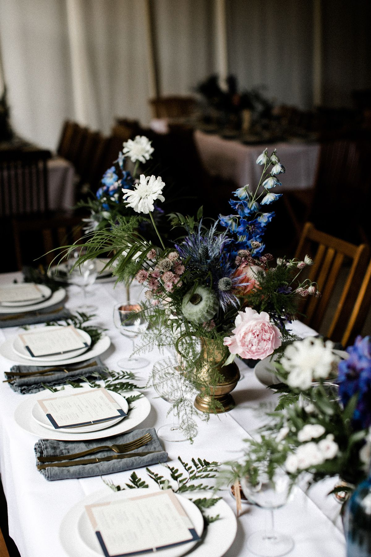 Tischdeko Fur Hochzeit Rustikal Mit Blau Wiesenblumen Tischdeko