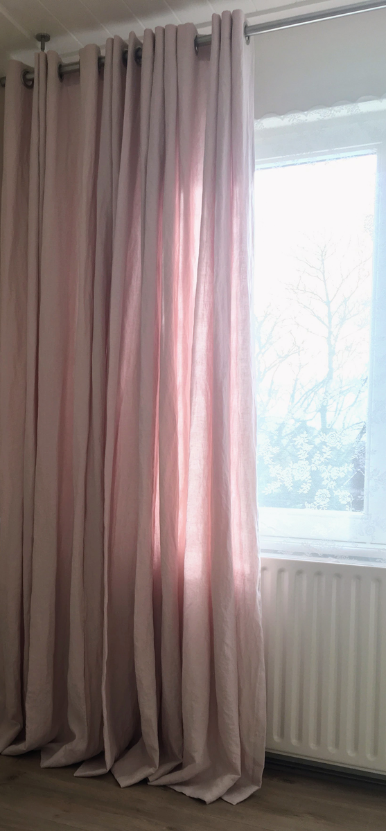 Roze linnen stonewashed gordijnen op maat gemaakt! Hier met stof ...