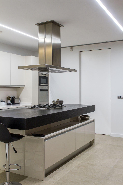 Detalle de iluminaci n de la cocina con tiras de leds for Cocinas minimalistas