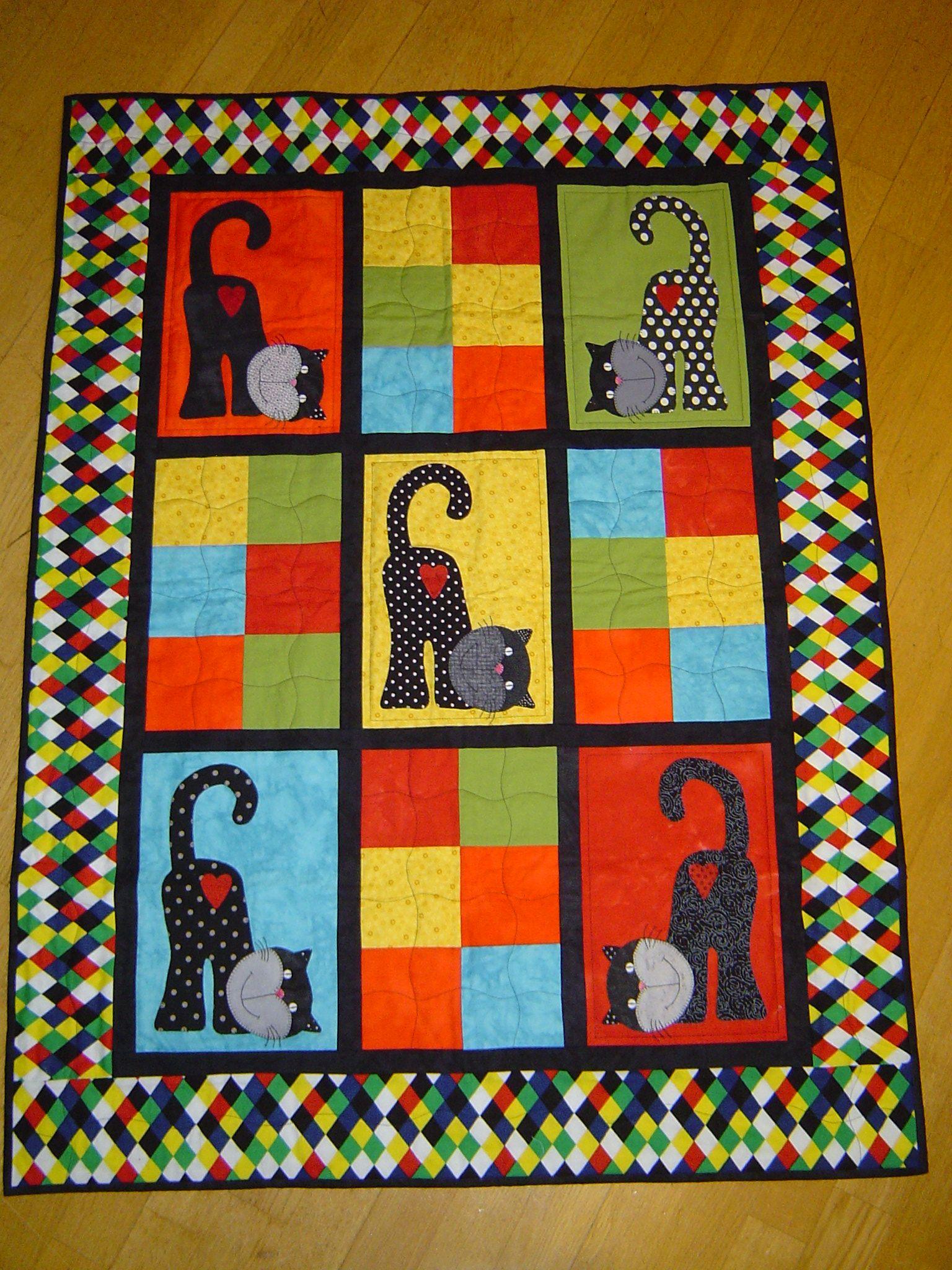 """Laget dette teppet til """"Tepper til glede""""etter inspirasjon fra et bilde av katten jeg fant på Pinterest."""