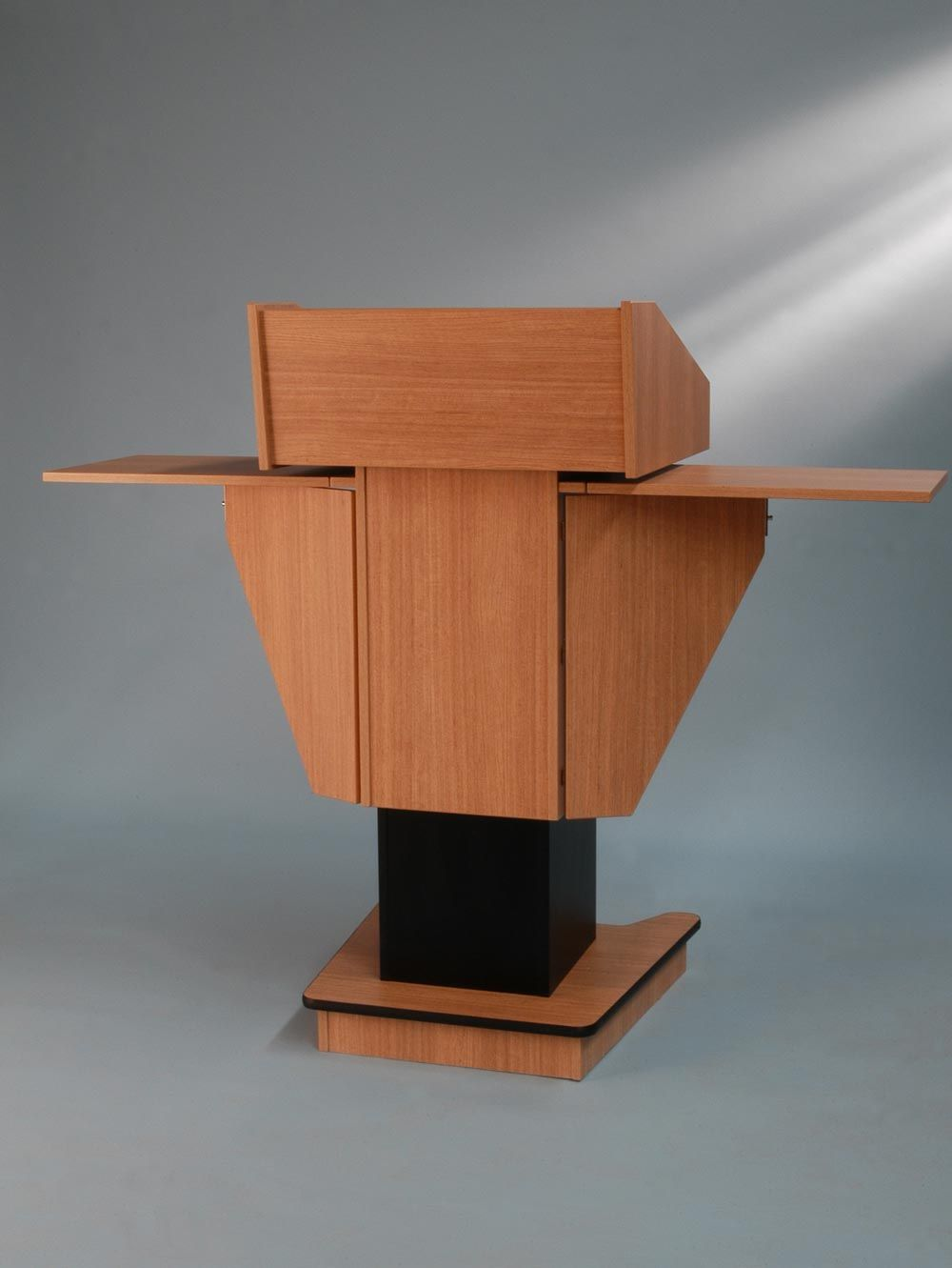 BGLPS200VHS Variable height post style lectern with
