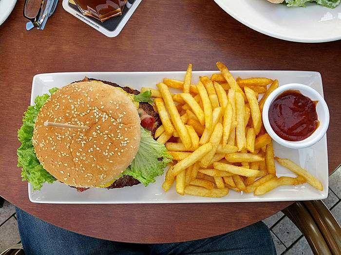 Joey´s Honey Mustard Burger im Alex Pasing Restaurants in München