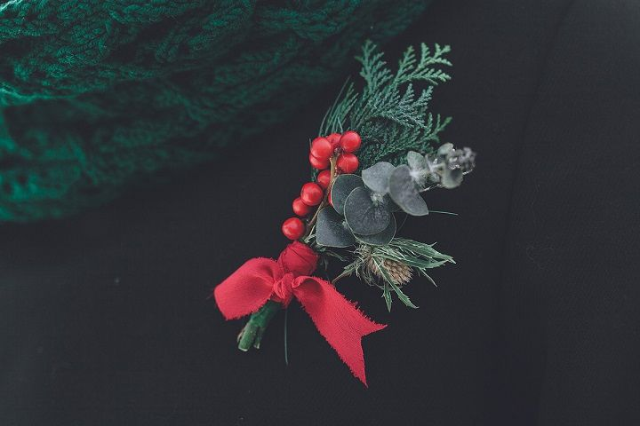 Berries and green pine boutonniere - Christmas winter wedding | fabmood.com #wedding #winterwedding #christmas #christmaswedding