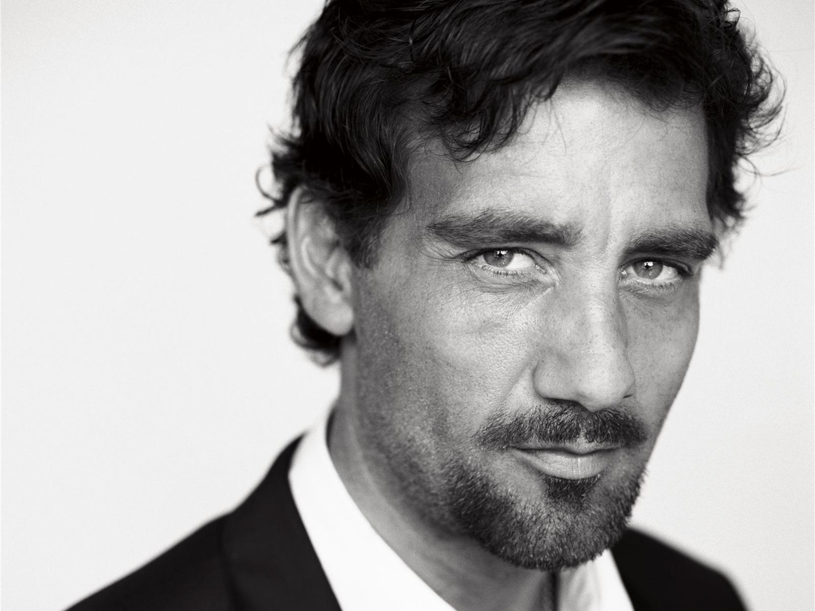 Watch Clive Owen (born 1964) video