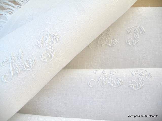 LINGE ANCIEN/Lot de 6 superbes petites serviettes frangées et chiffrées en damassé de fil de lin