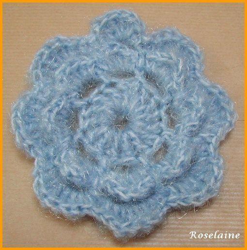 Une fleur bleue au crochet avec tuto