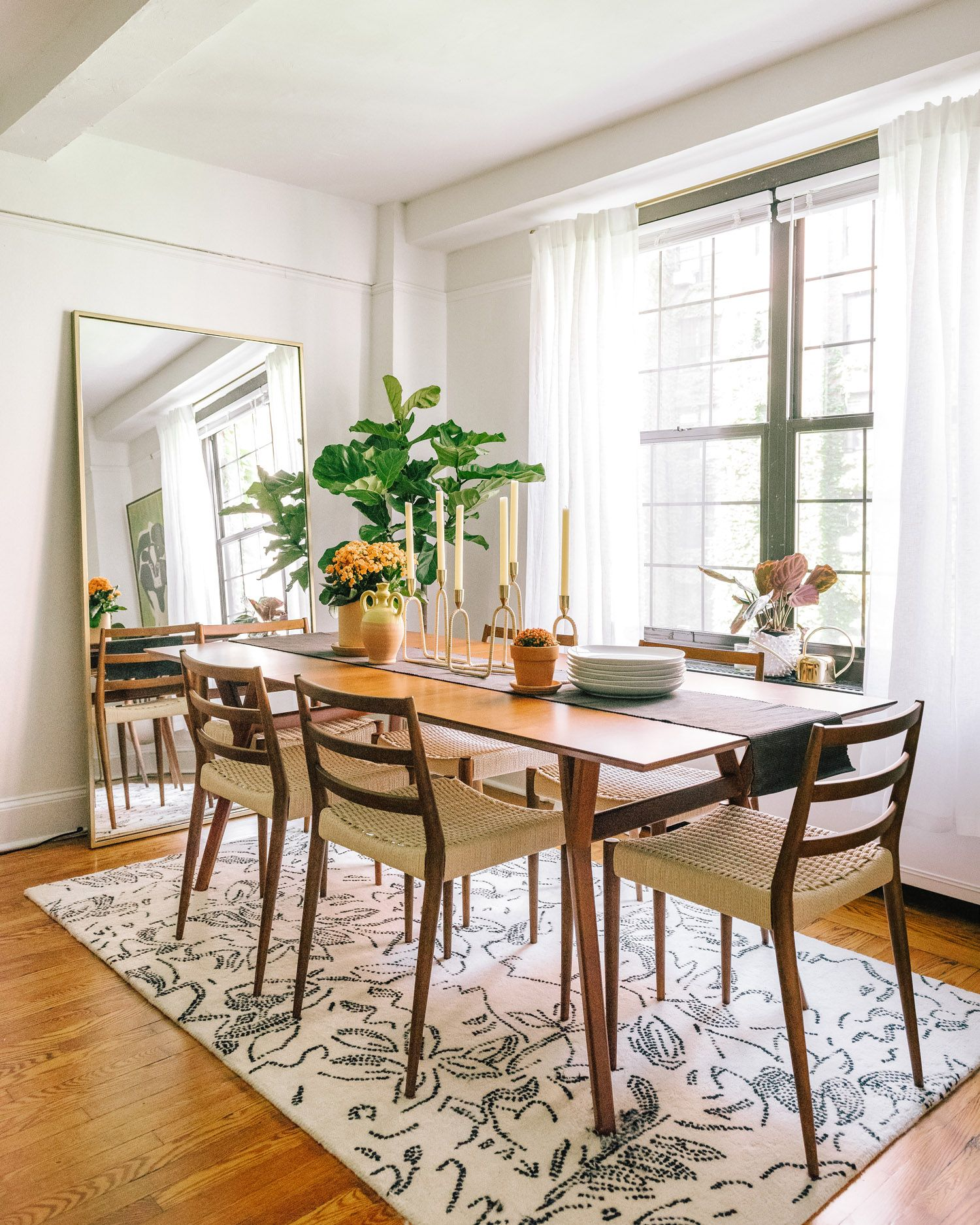 The Mid Century Expandable Dining Room Table Leaves Plenty Of Room