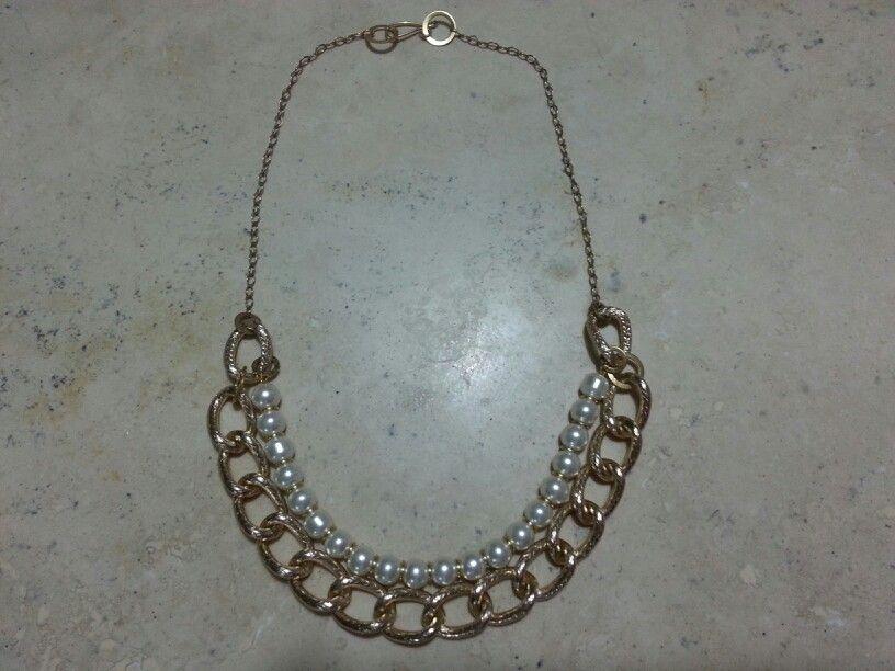 Collar con cadena y perlas cristal.