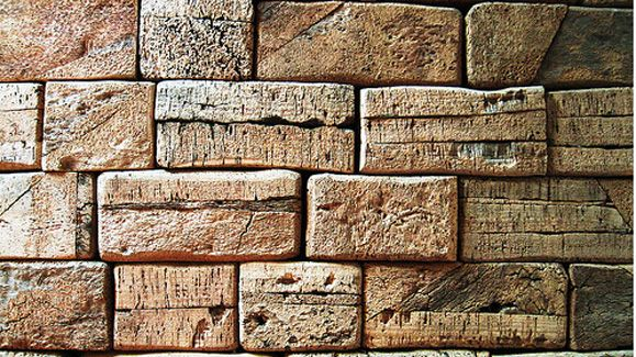 Not Sure This Really Fits But These Bricks Are Made Of Cork That Might Be Cheaper Than Real Bricks Plus Safer Probkovaya Stena Idei Dlya Doma Derevyannaya Stena