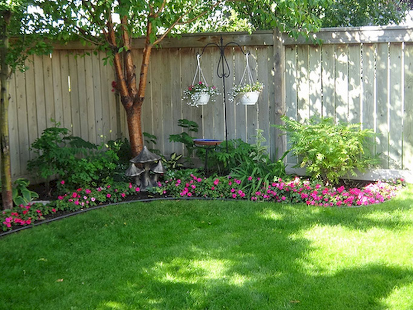 Adorable 50 Backyard Privacy Fence Landscaping Ideas on a