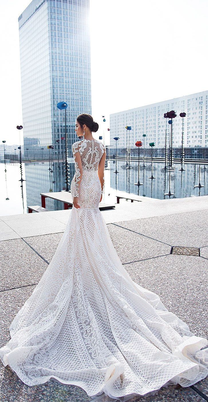 Long sleeves leaf embroidered with pearls and beads ornamental details Mermaid wedding dress #weddingdresses #bride #wedding #weddingdress #weddinggown