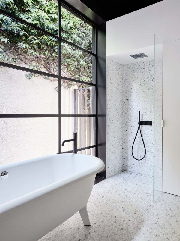 Bathroom - Toorak house Australia by Northbourne Design Badkamer