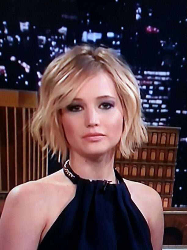Jennifer Lawrence S Cute Wavy Short Bob Haircut As Seen On Jimmy Fallon Jennifer Lawrence Hair Jennifer Lawrence Short Hair Short Hair Styles