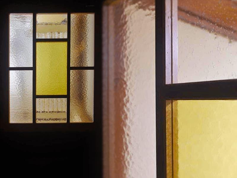 アンティークな室内ドアに デザインガラス3種類を使用した事例 室内