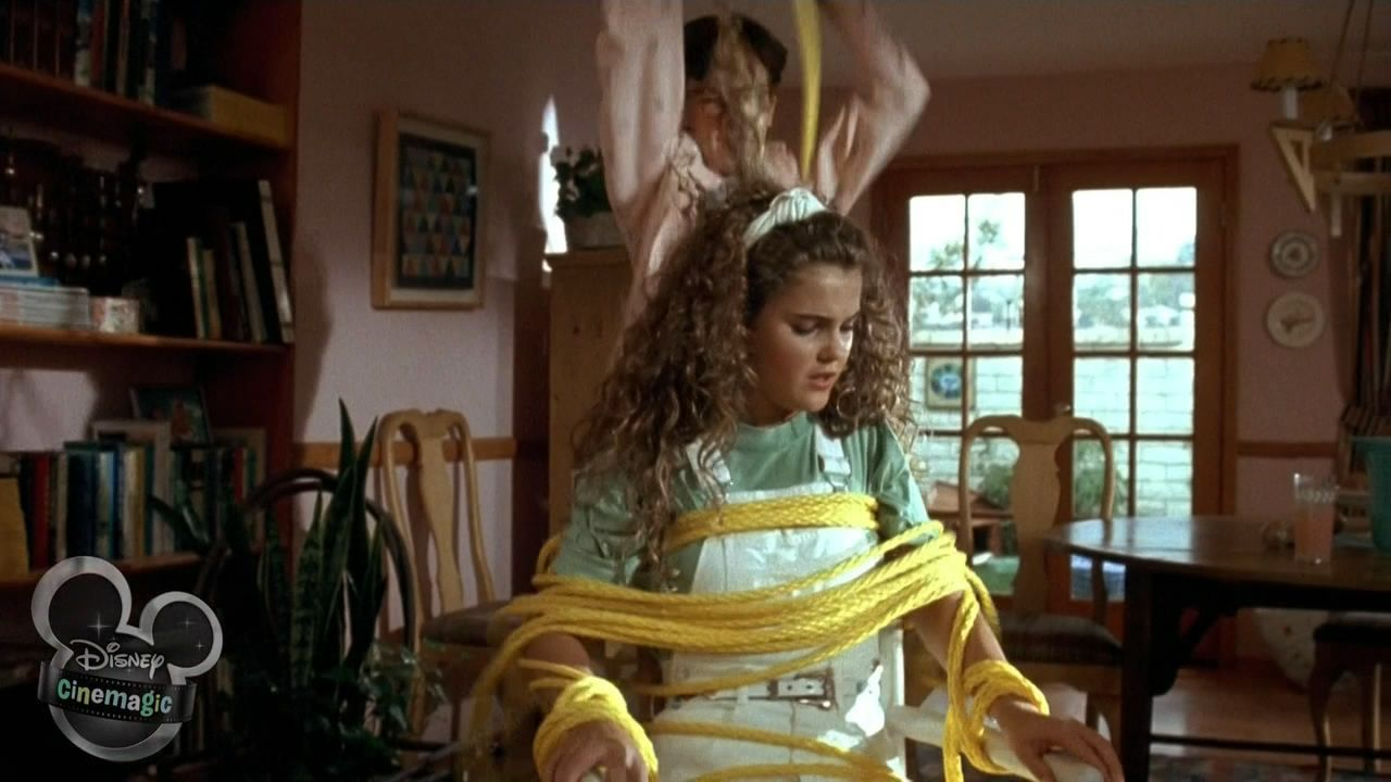 Keri Russell - Honey I Blew Up the Kid (1992) (1280×720 ...