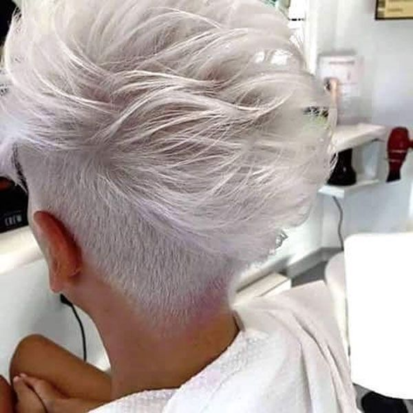 Weisse Har Farbe In 2020 Frisuren Kurz Frisuren Frisuren Kurze Graue Haare