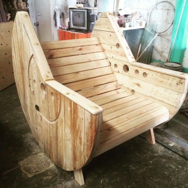 Silla de carrete reciclapalets guatemala produccion for Sillones de madera reciclada
