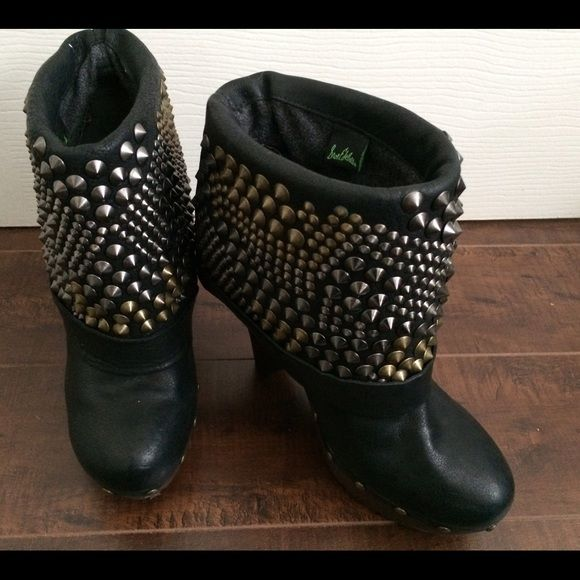 Sam Edelman Wickley Studded Clogg Ankle Boots Leather Clogg ankle boots by Sam Edelman. Featuring a multi studded wide cuff and brushed metal pin buckle strap, with chunky Clogg heel. Worn just once. Excellent condition. Sam Edelman Shoes Ankle Boots & Booties