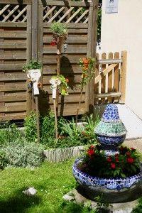 http://www.naturallymosaics.com/category/garden-art/ beautiful people 2 small